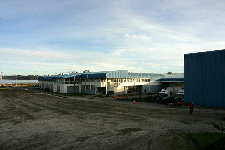 Planta de procesos Ancud, una de las cerradas por Cermaq Chile. Foto: Cermaq Chile.