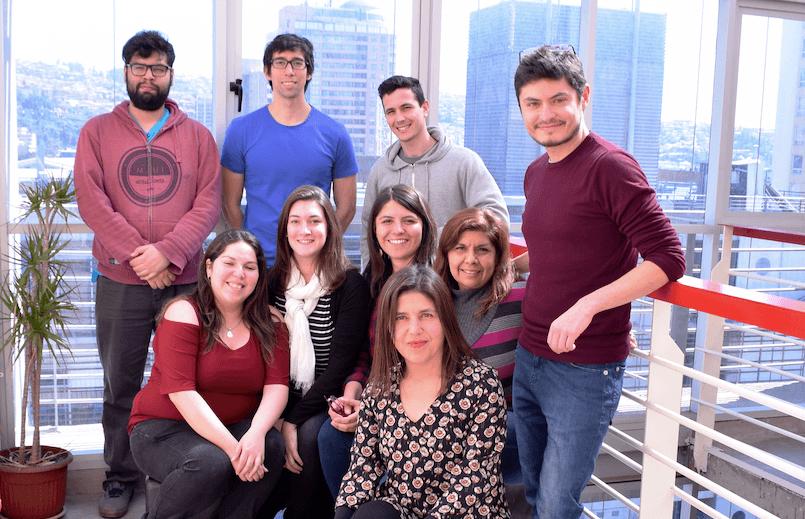 Grupo de investigadores que desarrollaron el nuevo medio de cutivo. Foto: Claudia Altamirano.