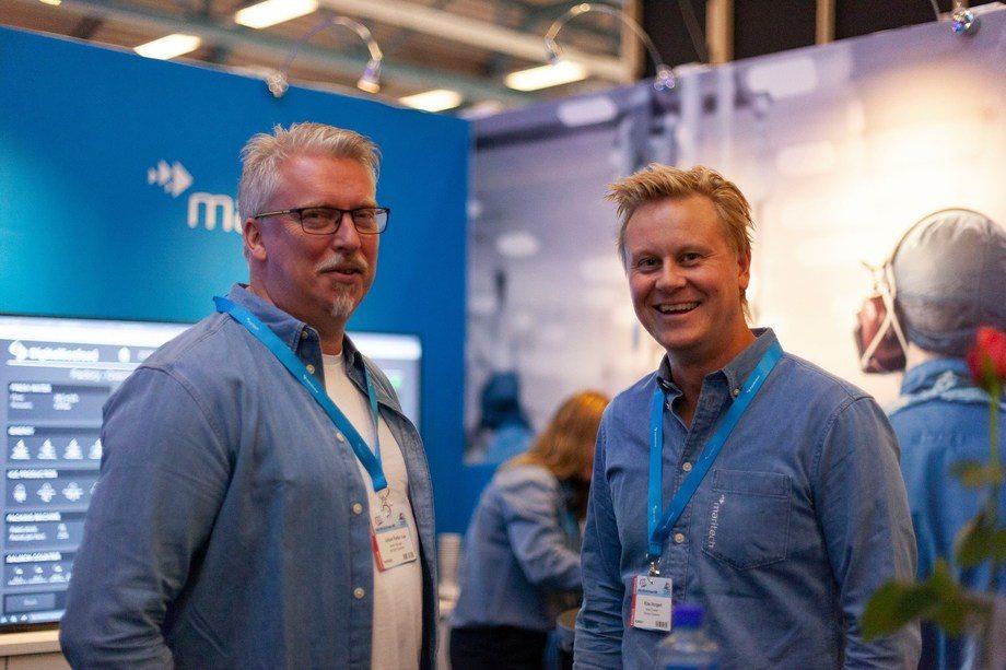 Maritech har inngått avtale med Firda Seafood. F.v. Johan Petter Loe (Sales Manager, Maritech) og Klas Vangen (Sales Director, Maritech) Foto: Maritech.