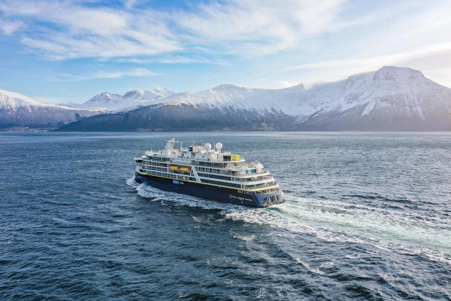 Det eksklusive cruiseskipet «National Geographic Endurance» er levert fra Ulstein Verft. Foto: Uavpic.com