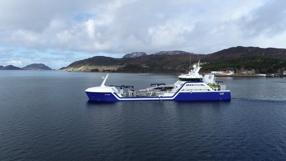 Verdens første hybride brønnbåt, «Ro Vision», er levert fra Larsnes Mek. Foto: Larsnes Mek