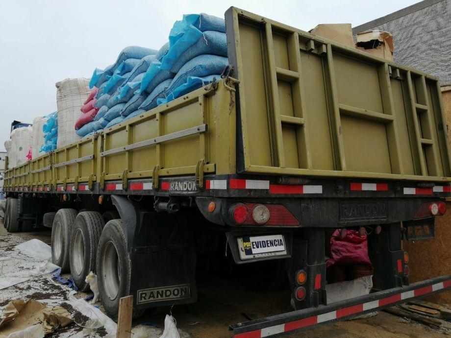 Camión con maxisacos de pellets robados. Foto: PDI Los Lagos.