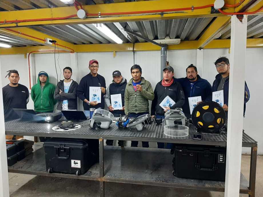 Primer taller de capacitación de Tri-Chile para pilotos ROV en la región de Aysén. Foto: Tri-Chile.