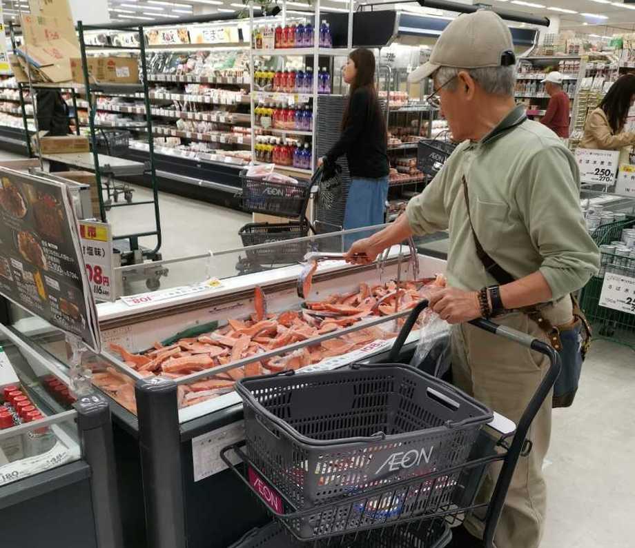 Salmón coho en supermercado de Japón. Foto: Ventisqueros.