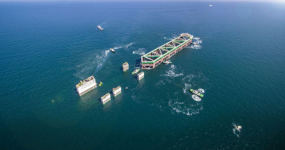 Havfarmen lastes på Boka Vanguard 5.april, ferden til Norge har tatt rundt to måneder. Foto: Nordlaks/Boka Vanguard.