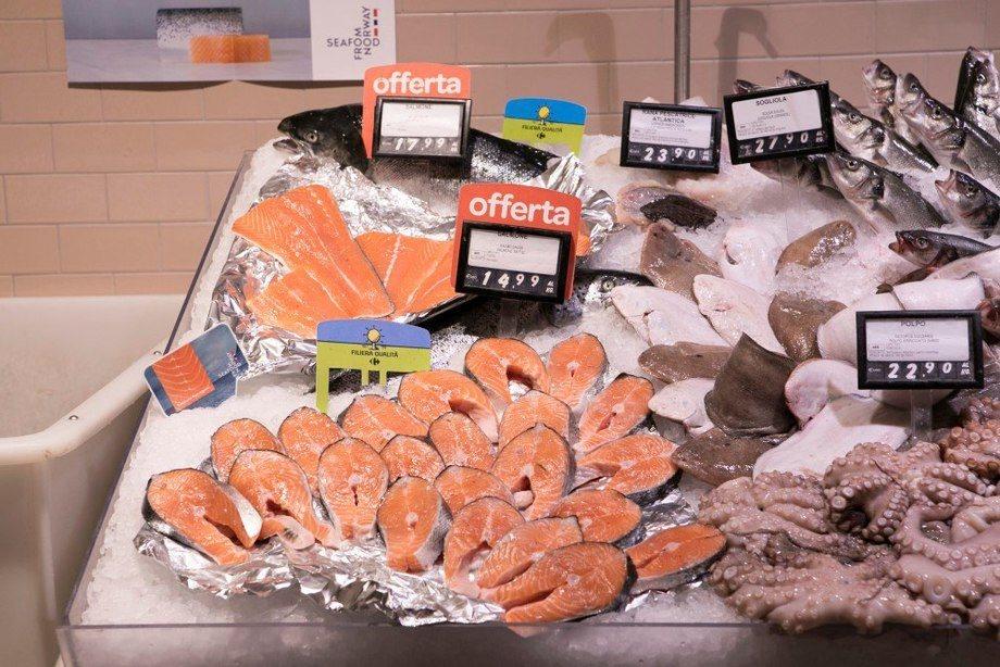 Etter at Italia gradvis har startet gjenåpningen og restaurantene og sushiutsalgene åpnet 3. juni, ser man at lakseeksporten begynner å ta seg opp igjen fra bunnoteringen i uke 12. Foto: Norges sjømatråd.