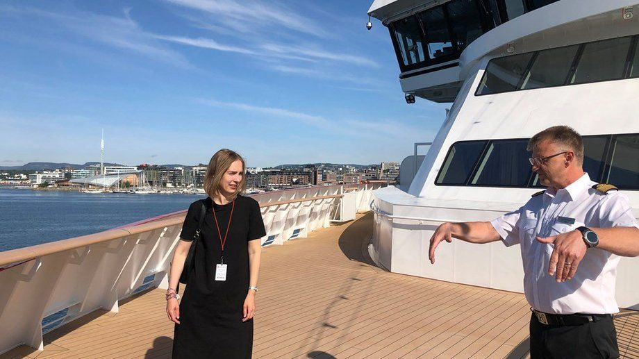 Næringsminister Iselin Nybø og kaptein Rune Andreassen ombord på MS «Fridtjof Nansen» Foto: Trond Viken, NFD