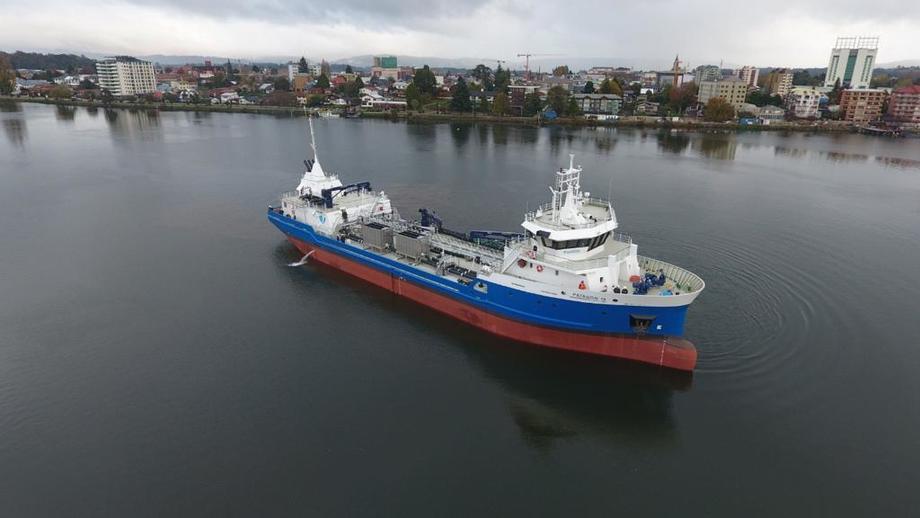Nave Patagón IX en operaciones. Foto: Patagonia Wellboat.