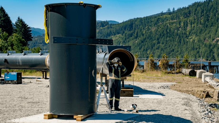 Preparaciones de la instalación de nuevo sistema que ocupará Cermaq Canadá. Foto: Cermaq.