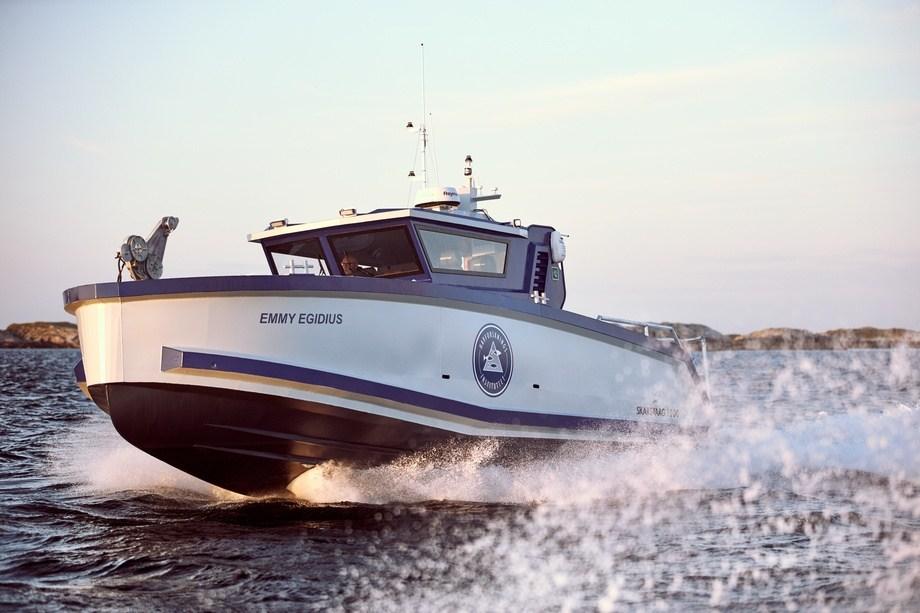 Med en fart på 32 knop kommer havforskerne seg fort frem med det nye fartøyet «Emmy Egidius». Foto: Skarsvaag Boats