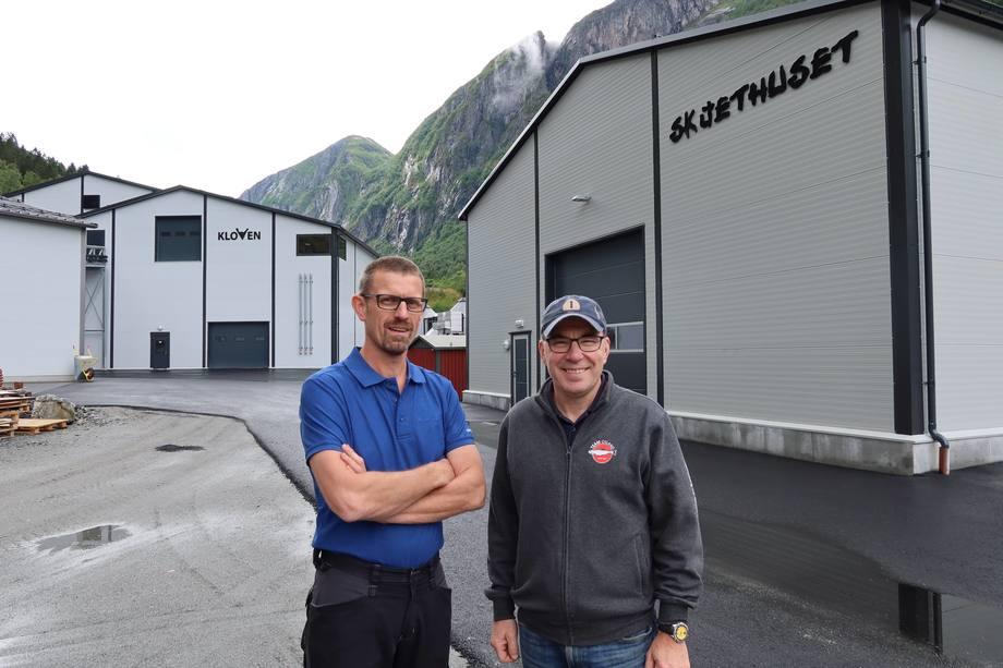 Frå venstre: Kjetil Johan Rørtveit og Erik Osland. Foto: Osland Settefisk