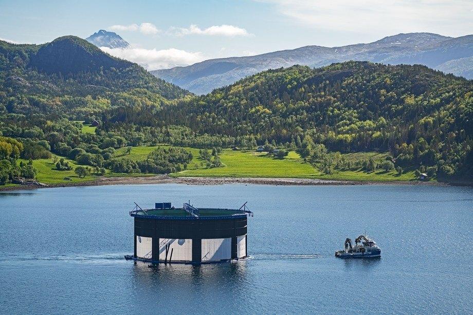 Tredje generasjon Aquatraz-merd på lokaliteten Kipholman i Nærøysund kommune. Foto: Steinar Johansen/MNH.
