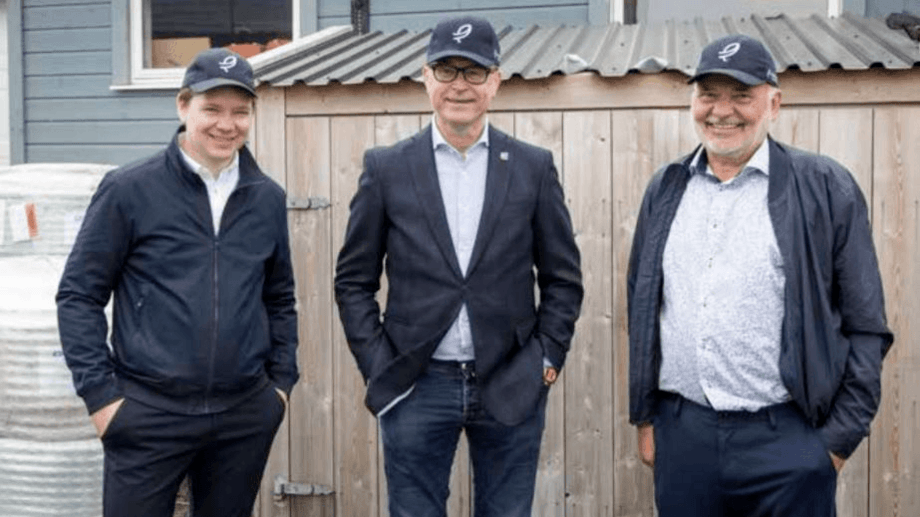 From left: Norwegian fisheries minister Odd Emil Ingebrigtsen, centre, pictured with Andfjord CEO Martin Rasmussen, left, and founder Roy Pettersen, during a visit to Kvalnes. Photo: Andfjord Salmon.