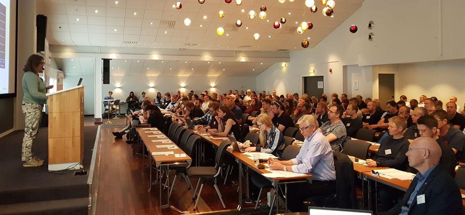 AqKvas rensefiskkonferanse vil i år også kunne streames på nett. Her frå konferansen i 2019. Foto: AqKva