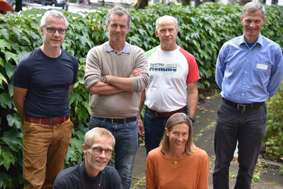 Prosjektet ledes av Veterinærinstituttet med eksterne deltakere. På bildet: Lars Qviller (VI), Peder Jansen (INAQ), Magne Aldrin (Norsk Regnesentral), Ragnar Bang Huseby (Norsk Regnesendtral), Leif Christian Stige (VI) og Hildegunn Viljugrein (VI). Foto: Bryndis Holm.