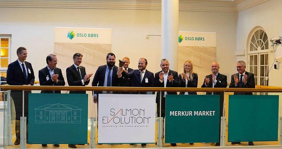 Stock Exchange launch with Salmon Evolution CEO Håkon A. Berg fourth left. Photo: Salmon Evolution