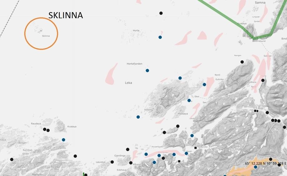 Sklinna naturreservat ligger et godt stykke nordvest for Leka. Kart: Barentswatch.