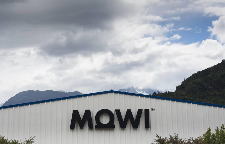 Fachada de planta de procesamiento de Mowi Chile. Foto: Mowi Chile.
