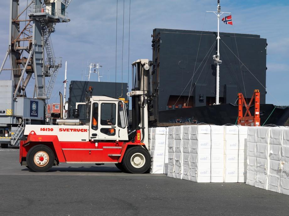 Tre aktører får økonomisk støtte til prosjekter som skal få godstransport over på kjøl. I alt deles det ut 92,2 millioner kroner, og forventet effekt er at 1,4 millioner tonn overføres fra vei til sjø. Illustrasjonsfoto: Kystverket