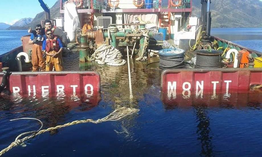 Embarcación menor con problemas de flotabilidad. Foto: Integración Marítima.