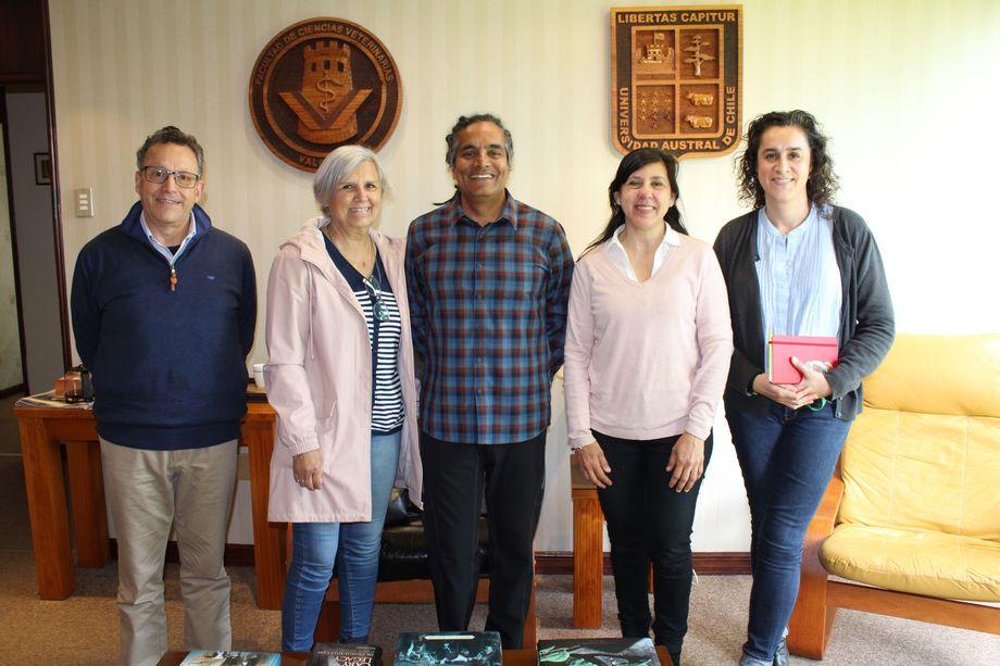 Dr. Sunil Kadri (al centro de la imagen). Foto: CageEye.