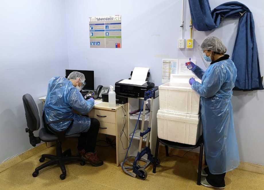 Salud municipal de Calbuco realizó 40 testeos PCR a colaboradores de Planta Fitz Roy. Foto: Australis.