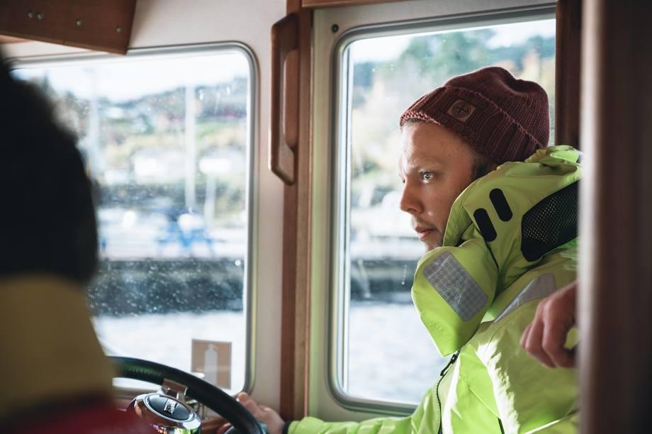 Sondre Eide leder for oppdrettsselskapet Eide Fjordbruk har klart å redusere klimautslippene betydelig. Foto: Eide Fjordbruk.