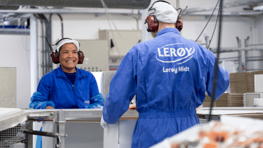 Workers at a Lerøy Midt factory. All three regions harvested more in Q4 2020 than in the same period the year before. Photo: Lerøy.