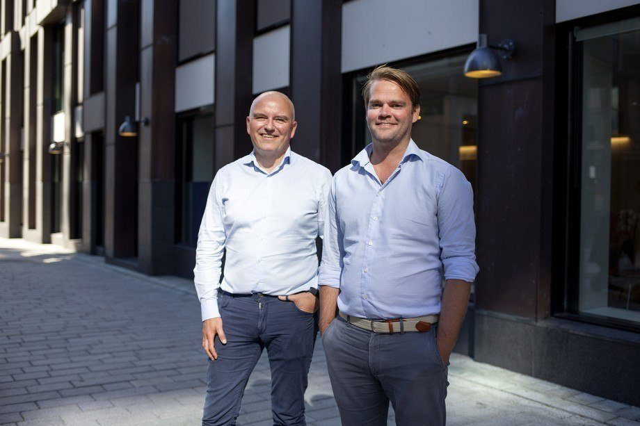 De izquierda a derecha: director financiero de Columbi Salmon, Kolbjørn Giskeødegård, y director ejecutivo Anders Hagen. Foto: Columbi Salmon.
