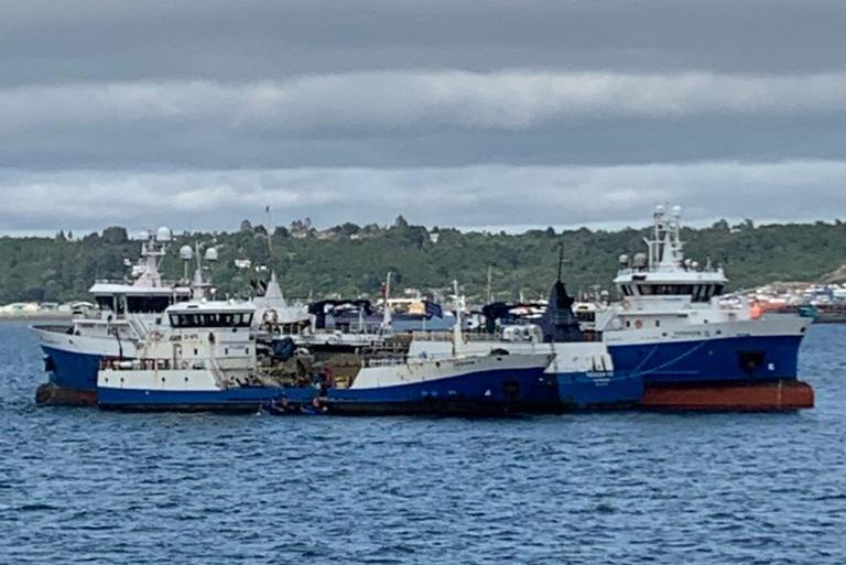 Naves de Patagonia Wellboat en medio del inicio de la huelga de trabajadores. Foto: Sindicato de trabajadores de Patagonia Wellboat.