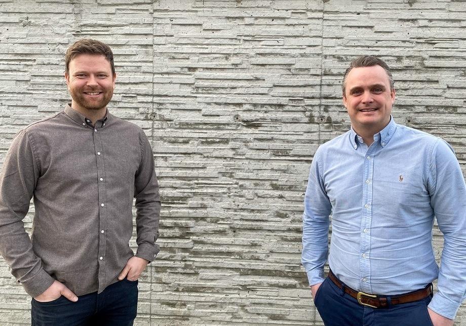 F.V Kristian Osnes, daglig leder i Havyard Hydrogen og Lars Conradi Andersen, Vice President Sales i Havyard Design & Solutions. Foto: Havyard