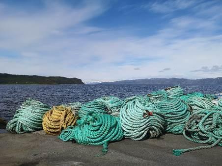 Kasserte taukveiler fra Grieg Seafood Finnmark. Foto: Kari Torp / Bellona