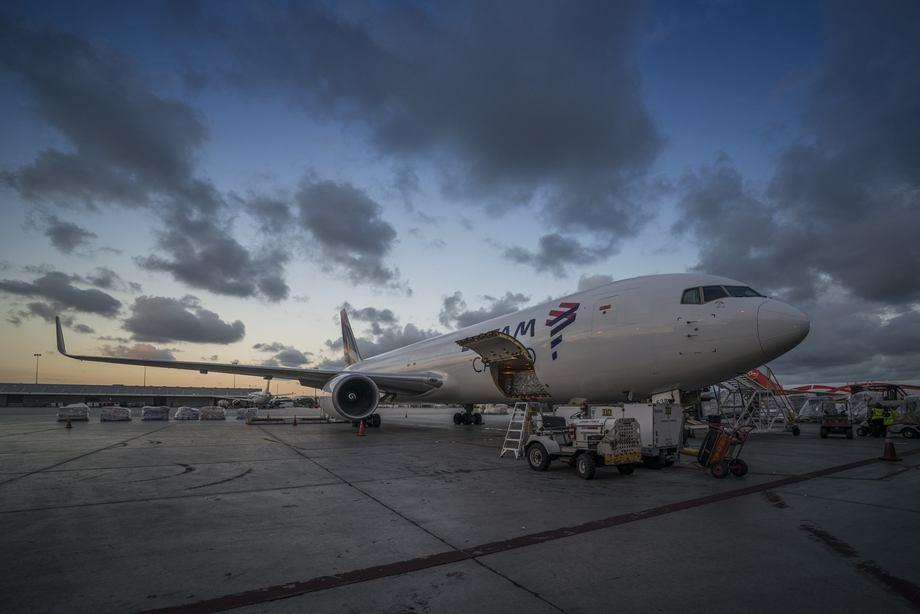 Avión de carga de LATAM Airlines. Foto: LATAM Airlines.