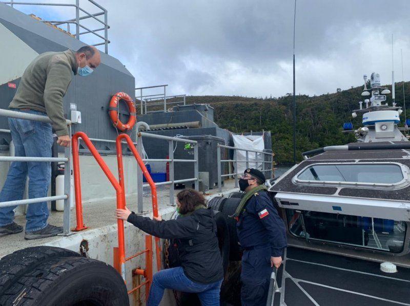 Funcionarios de Armada y Seremi de Salud realizaron esta inspección. Foto: Armada.