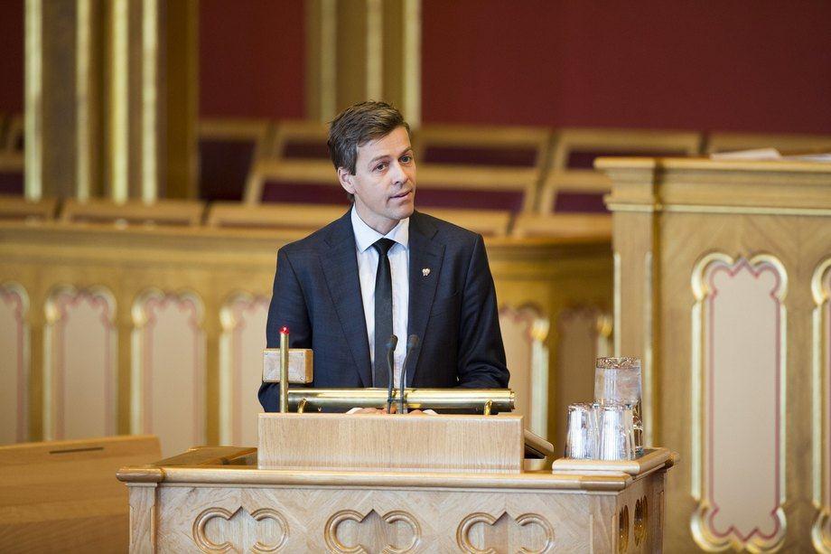 Samferdselsminister Knut Arild Hareide (KrF) sender ut et nytt forslag på høring om språkkrav. Foto: Stortinget/Peter Mydske