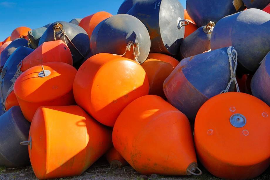 Proveedora de la región de Aysén buscará reutilizar boyas, entre otros residuos de la industria. Foto: Archivo Salmonexpert.