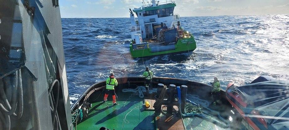 - Moen Marin er veldig fornøyd med å ha fått informasjon om at båten er berget og på vei til land, sier daglig leder Terje Andreassen i Moen Marin AS. Foto: Stadt Sløvåg/Stadt sjøtransport