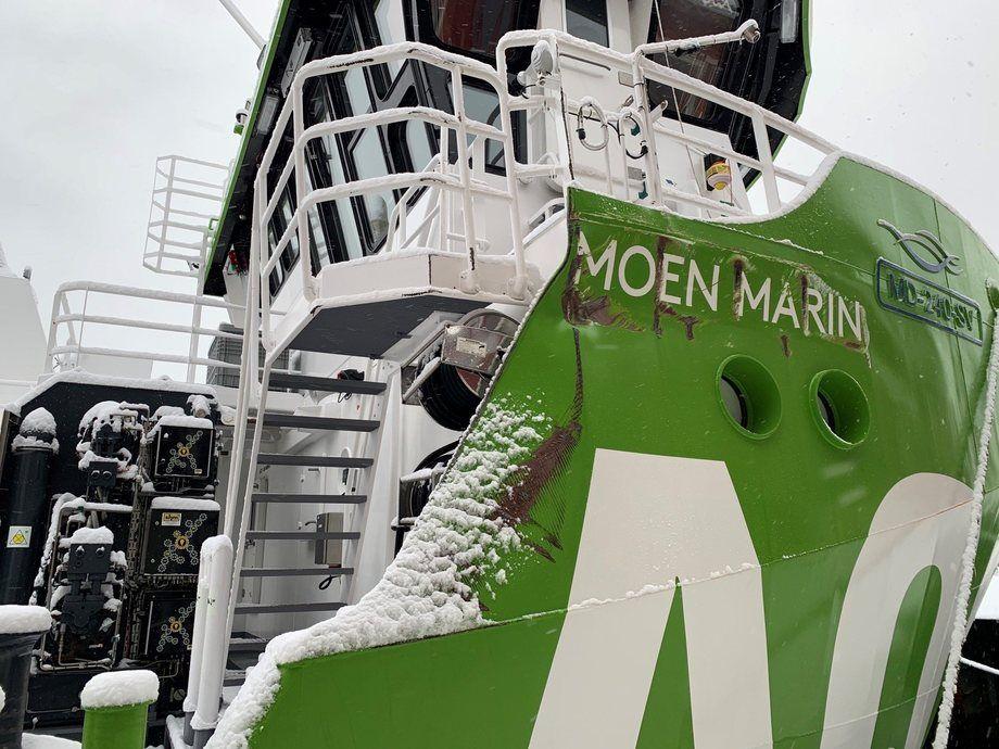 «AQS Tor» ble i natt slept trygt til kai i Florø. Den har fått noen synlige skader etter hendelsen. Foto: Stadt Sløvåg