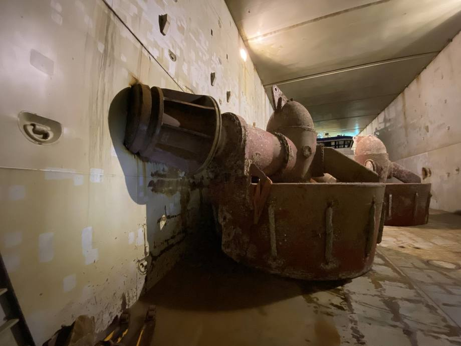 A ship's thruster being carried as cargo has caused holes in the ballast tank inside. Photo: Norwegian Maritime Directorate.