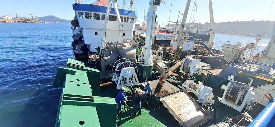 Pesquero de alta mar Erika, que arribó a Talcahuano con mortalidad de salmones desde Los Lagos, para ser reducida a harina y aceite de pescado. Foto: Sernapesca.