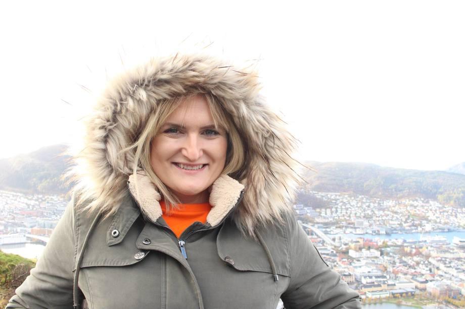 Hurtigruten Group henter Catriona Loughran fra Flyktninghjelpen. Foto: Hurtigruten Group