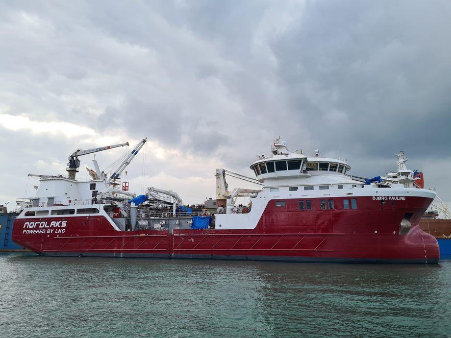 Verdens første LNG-Hybride brønnbåt, «Bjørg Pauline», er overlevert fra Tersan Shipyard til Nordlaks. Foto: Tersan Shipyard
