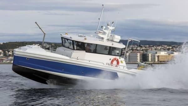 Foto: Åkerblå AS: «Labridae» er 40 fots arbeidsbåt på plass i Sandnessjøen.