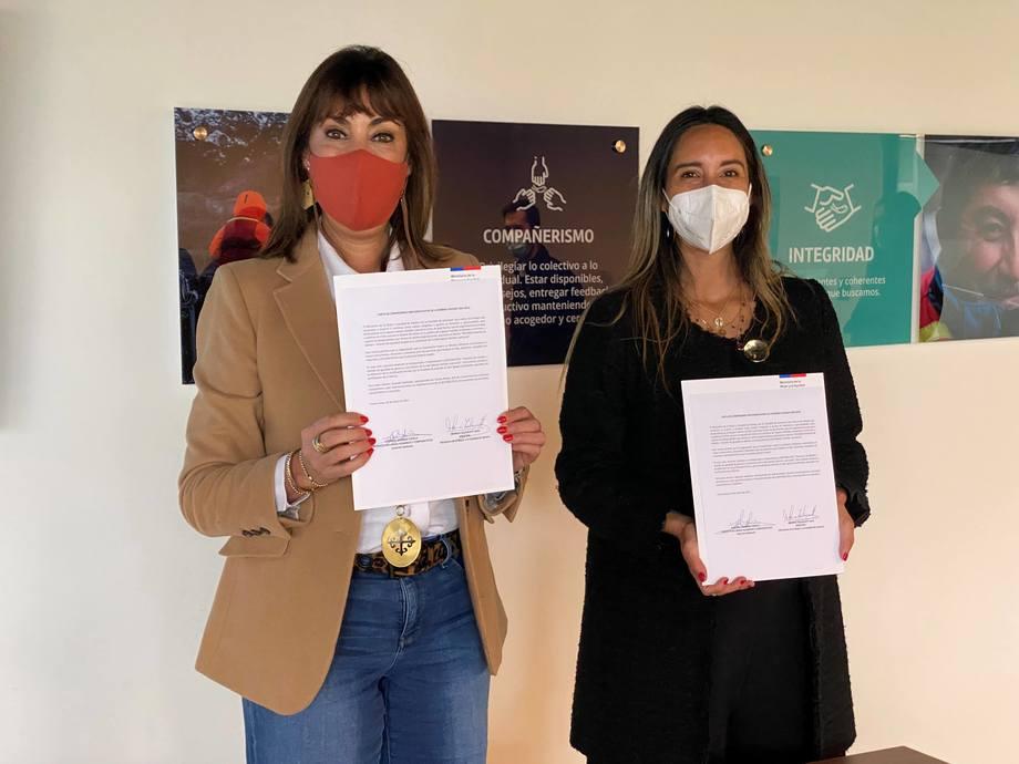 Ministra de la Mujer, Mónica Zalaquett y Josefina Moreno, gerente de Recursos Humanos y Asuntos Corporativos de Australis Seafoods. Foto: Australis Seafoods.