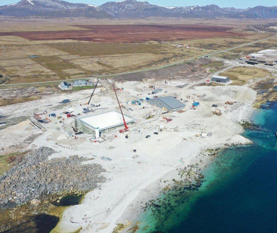 Vista del centro en tierra de salmón a partir de mayo 2021. El primer tanque está casi completo. Imagen: Andfjord Salmon.