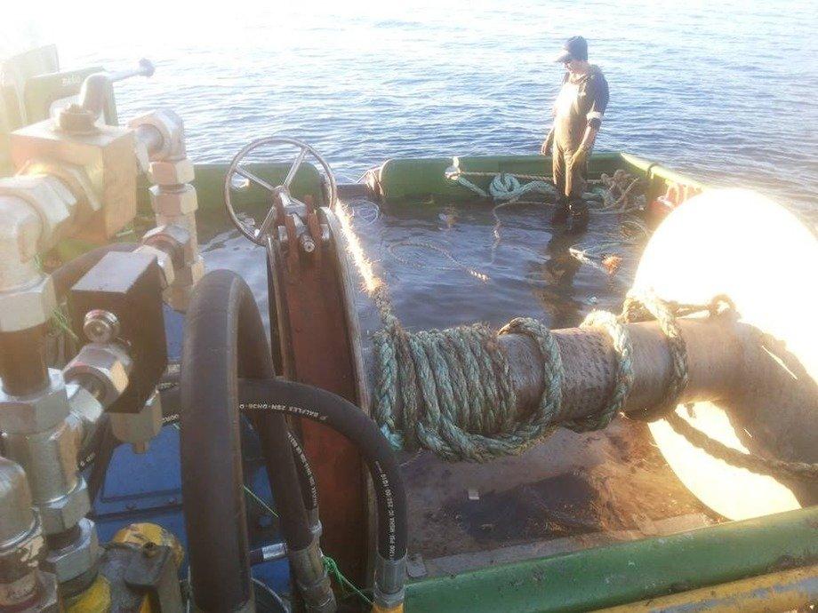 Nave menor con problemas de flotabilidad y habitabilidad. Foto: Arasemar.