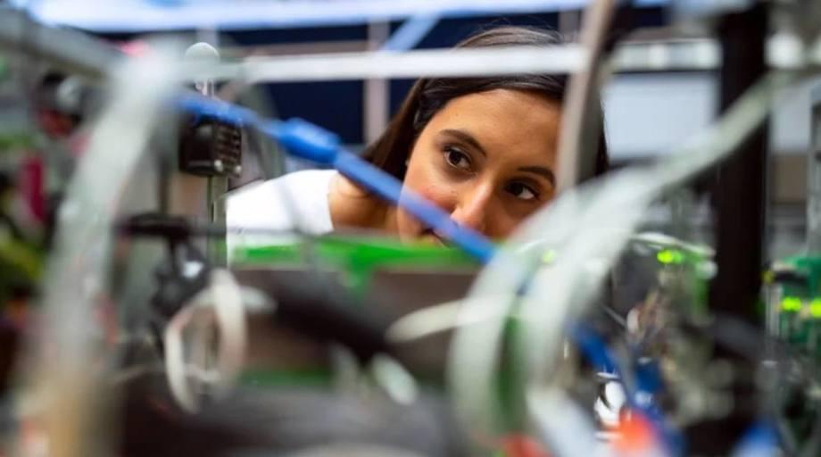 Nå i juni investerer Forskningsrådet totalt ca. 700 millioner kroner i innovasjonsprosjekter i næringslivet. Foto: Unsplash/ThisisEngineering RAEng