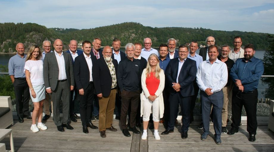 Representatives from Quality Salmon's industrial partners meet in Sweden.  Quality Salmon and Lighthouse chief executive Roy Høiås is on the back row, seventh from left, with beard, white shirt and blue jacket. Photo: Quality Salmon.