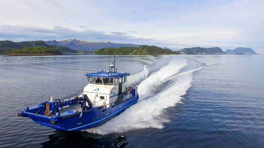 Den nye «Sydnes» har en toppfart på 28 knop med konvensjonell fremdrift, men kan også seile i 4-5 knop i to timer på ren batterikraft. Foto: Maritime Partner