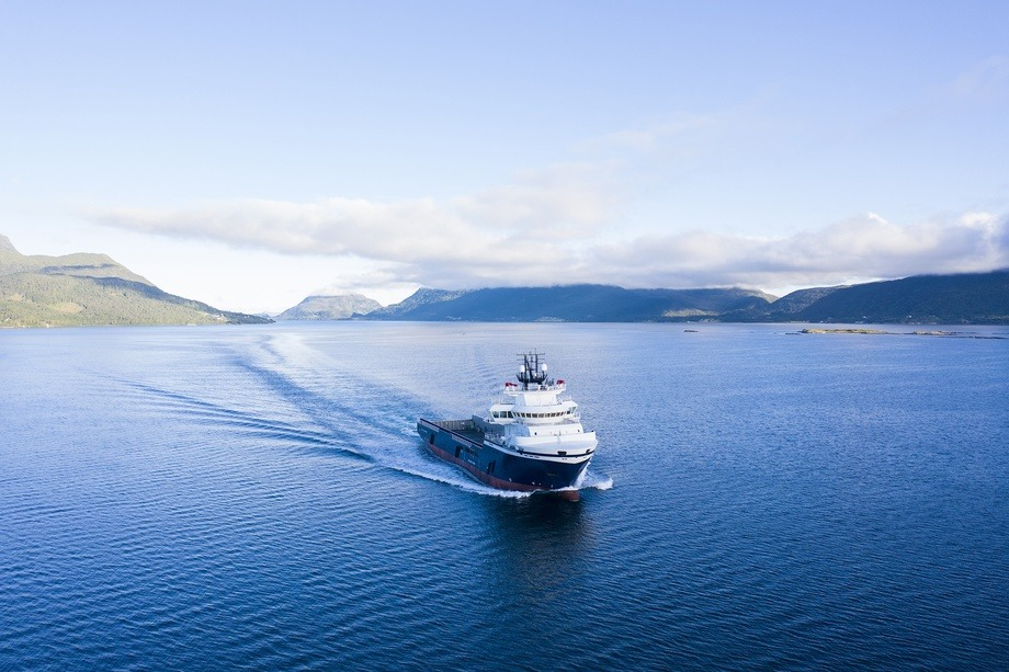 «Island Discoverer» blir omtalt som en medium stor PSV. Foto: UAVpic/VARD